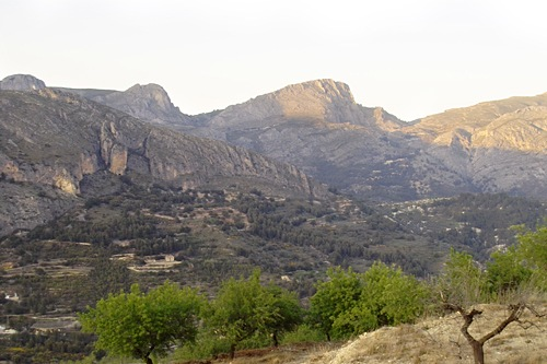 valencia-hills-mountains